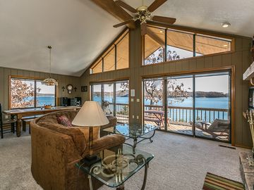 Beaver Lake house rental - Your view as you step in the front door to the main living area.