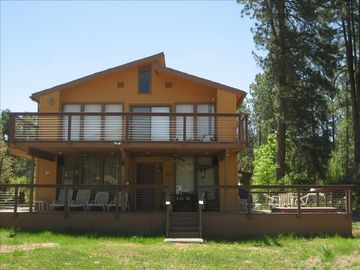 Pine cabin rental - Spacious 4BR home w/wrap-around porch, 2nd story balcony, BBQ and spa