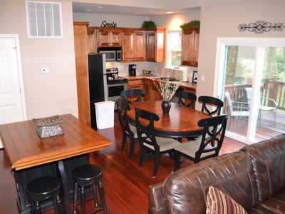 Branson house rental - Kitchen and dining area