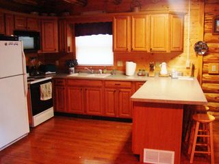 Crandon cabin photo - Fully equipped kitchen.