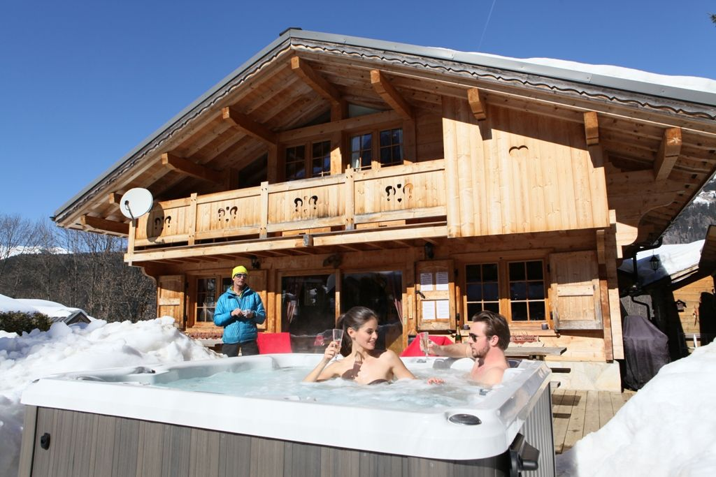 chalet chamonix mt blanc 2km pistes sauna jacuzzi cheminee. Black Bedroom Furniture Sets. Home Design Ideas