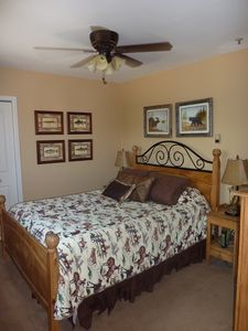 Master Bedroom w/ Queen Bed