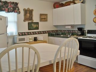 St. Augustine cottage photo - Fully outfitted electric kitchen with microwave and coffeemaker