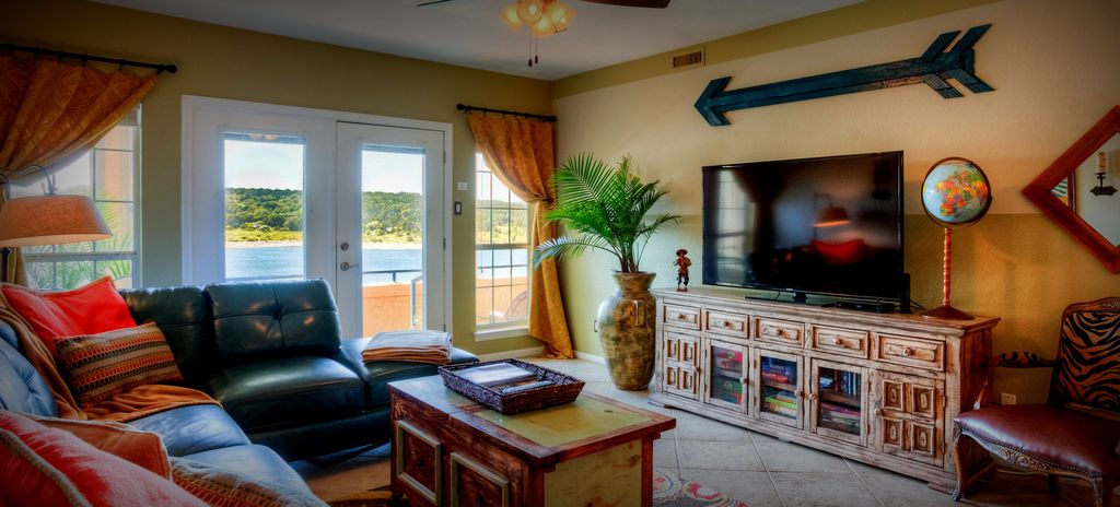 Amazing, private Villa–LAKEFRONT at the Island– Views & Amenities Galore!
