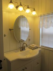 Wellfleet cottage photo - Bathroom Vanity