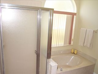 Lindfields house photo - Large Soaking Tub with Shower