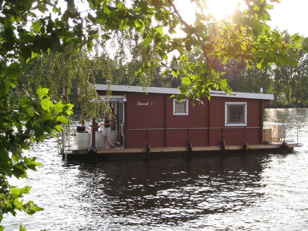 comfortable houseboat in berlin and brandenburg vrbo. Black Bedroom Furniture Sets. Home Design Ideas