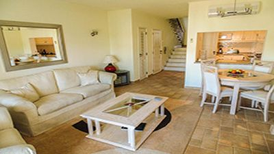 Luxury Apartment, peaceful location, Close to beach, bars and restaurants