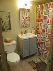 Palm Springs house photo - Hip, Clean and Bright Bathroom #1 off Bedrooms #2 and #3 has Tub and Shower.