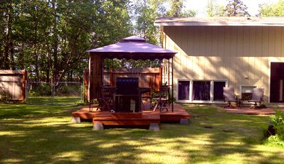 Gazebo with outdoor seating for a crowd! Come and entertain your guests!
