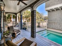 5 BD Stunner - Private Pool, Golf Cart & Carriage House. 30 Seconds to Gulf