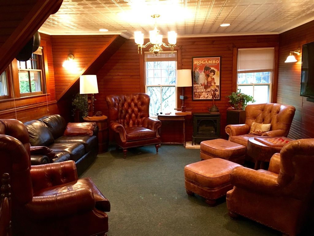 Living Room Bar Manchester Carriage House In Heart Of Manchester Vt 2 Bedrooms Bar Game
