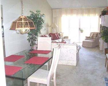 Dining area, beautiful glass table seats 6