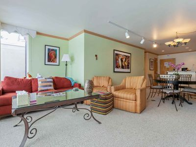 Simba Run 5th FL Condo, Close to Town Bus Year Round or Free Shuttle Svc in Winter, Pool & Hot Tubs!