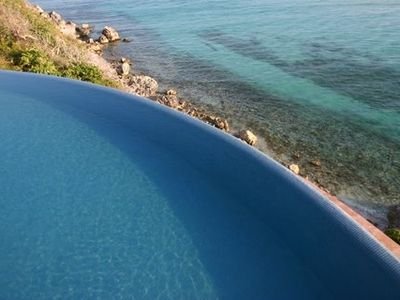 Infinity pool to Garrafon Park