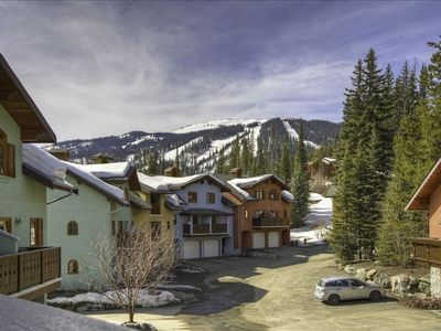 Located in Snow Creek Village. Best access to the Sun Peaks Village and skiing