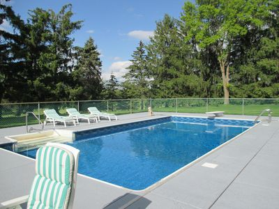 PRIVATE 'RESORT' Pool/Tennis in Summer--Easy Access to Superbowl
