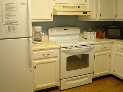 Full Kitchen with Dishwasher, Cookware & Utensils