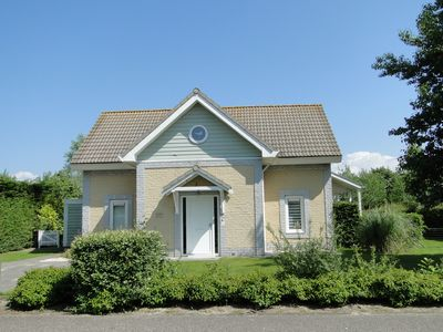Luxury 10 persons holiday home with large private garden within walking distance from the sea.