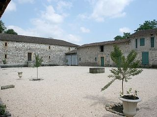 Saint-Martory castle photo - Courtyard of farmhouse