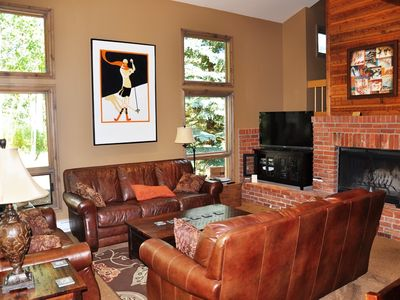 Spacious 4 bedroom Townhome w/garage! 4552 Meadow Dr #27, Vail, CO 81657