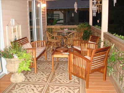 Wonderful Outdoor Dining & BBQ Patio