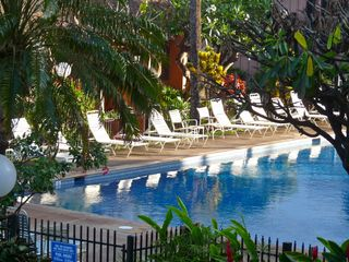 Lahaina condo photo - Beautiful large heated swimming pool