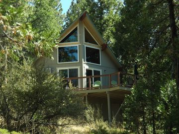 Pinecrest cabin rental - deck overlooking the Stanislaus Forest