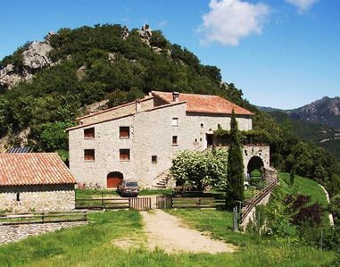 Bed & Breakfast in a Farmhouse in the Pyrenees- Albanyà