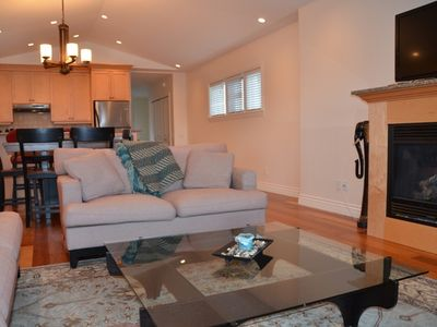 Victoria condo rental - Large open space - large enough for the family or friends getting together