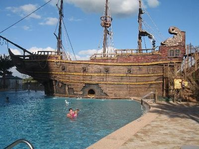 Pirate Ship and Pool - A great way to relax -