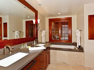 Ko Olina villa photo - Master Bath with double vanity sinks, soaking tub, and separate shower