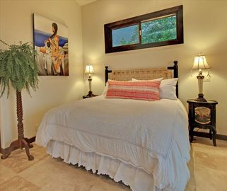 Pool Cabana Master Suite #3 w Queen & Single Bed