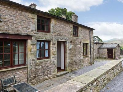STABLE COTTAGE, family friendly in Newbiggin-On-Lune, Ref 17243