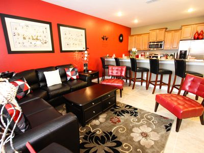 New Disney Vacation Rental 4 bedroom Townhouse with private pool, free WIFI