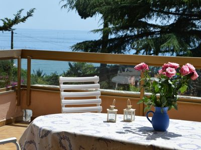 3 rooms with large terrace 200 m from the sea