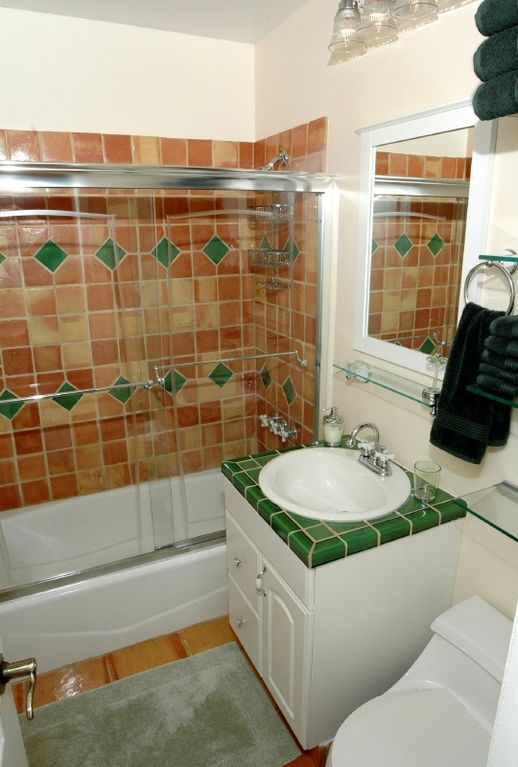 Full Bathroom with linens and Dove soap provided!