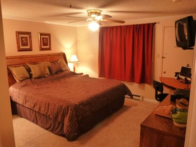 Snowshoe Mountain condo rental - Master Bedroom complete with wi-fi enabled computer, and TV with DVD/VCR.