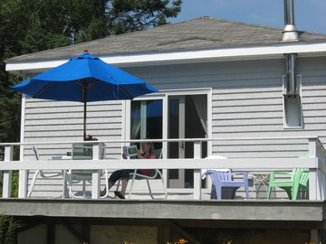Great deck for morning coffee, lobster dinner or iced tea!