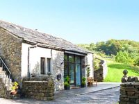 HILLTOP BARN, family friendly, with a garden in Starbotton, Ref 19986