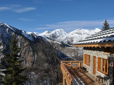 In the heart of the three valleys, large authentic chalet without neighborhood, 14 beds