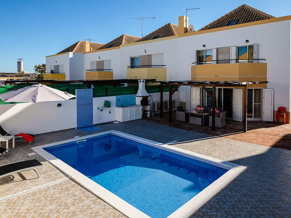 Modern town house in avira: Stylish, modern house with own pool ... - ^