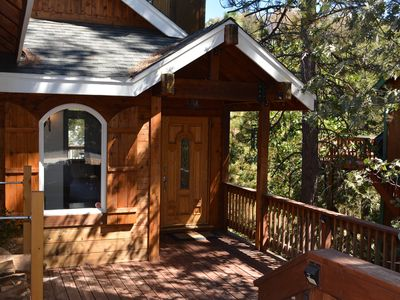 Well-maintained newer cabin. Peaceful, convenient location.