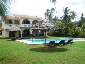 Kenya Coast villa rental - Divine dove and its big swimming pool and shades