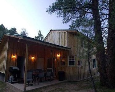 Patio w/ gas BBQ perfect for steaks or burgers after a day at Zion or Bryce NP