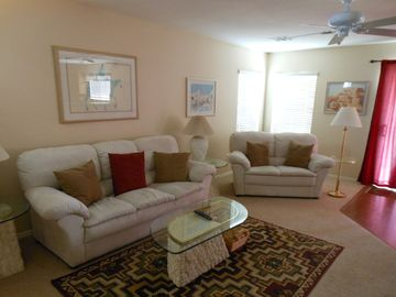 Florence house rental - cool tone Southwestern flavor decor in spacious living room