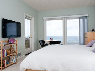 Depoe Bay condo photo - Sea For Two - Oceanfront Master Bedroom