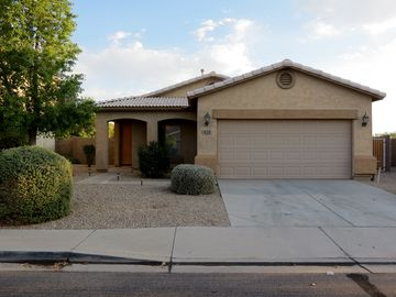 Queen Creek house rental - Front with 2 car garage
