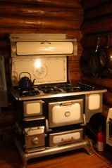 Ely cabin photo - Antique-Style, 6-burner gas stove