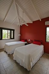 Curacao villa photo - Guest Room (Can be converted to King sized bed) and bath